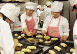 平野講師の製パン授業でクリームコロネとウィンナーロールを作りました♪【レコールバンタンブログ☆】