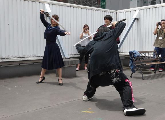 【大阪校】夏間近!!大阪校の授業風景!!(刀もあるよ)