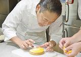 『グラン パティシエコース produced by ToshiYoroizuka』の製菓実習をレポート!「フルーツタルト」作りに挑戦!