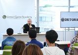 実力派人気プロゲーミングチームDeToNator代表、江尻勝講師に学ぶ「プロとしての心構え」