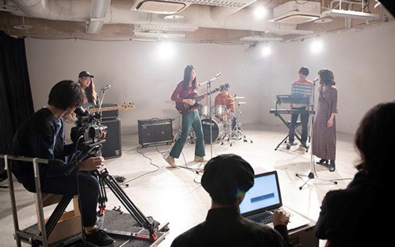 キイチビール&ザ・ホーリーティッツの撮影現場レポート!学生が企画から監督までを務めるMV制作プロジェクトが進行中!【バンタンデザイン研究所】