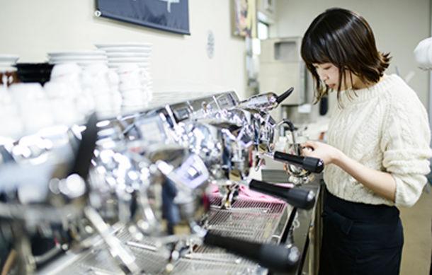 シモネリ社の最新エスプレッソマシンを体感!学生たちが、テストキッチン見学へ!