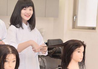 【高等部・10月美容師体験】現役美容サロンオーナーさんからトレンドヘアカットが学べる!