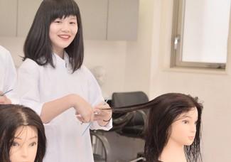 【高等部・12月美容師体験】有名美容師さんからトレンドヘアカットが学べる!