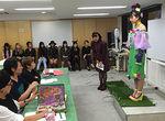 【授業レポート! 】ファッションデザイン学科1年生のオリジナルボトム製作プレゼンテーション!