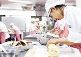 【授業レポート!】1年生製菓実習『ルレオ・バナーヌ(バナナのロールケーキ)』