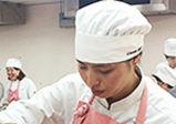 【授業レポート!】ウィーンのお菓子『カルディナールシュニッテン』の作成!!