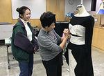 【授業レポート!】ファッションショーに向けたオリジナルアイテム制作のトワルチェックをレポート!