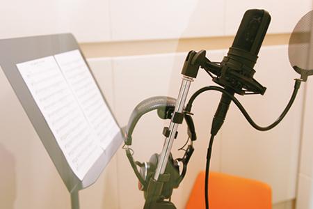 演技の基礎からしっかり学べる。声優の専門学校